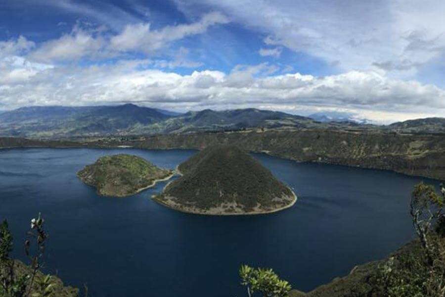 cuicocha-condortrekk-tour-expeditions